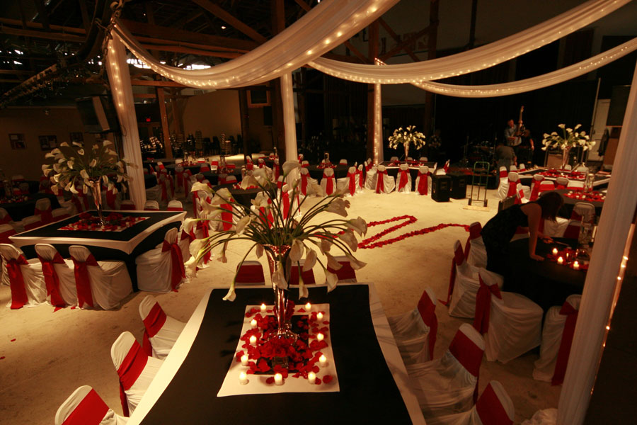 winter-decor-in-red-white.jpg