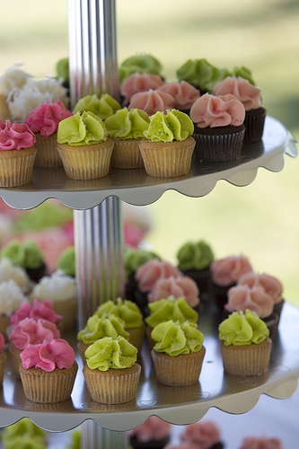 pink-and-green-wedding-cupcake.jpg