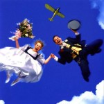 couple-skydiving